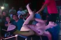 Pertunjukan Meki Muncrat Squirt Disebuah Klub Malam