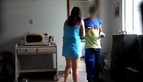 Terekam CCTV Seorang Istri Selingkuh Dengan Tukang Tabung Gas