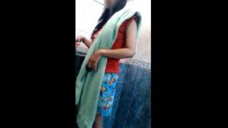 Spycam Ngintip Mandi di Kost Putri Kamera nya Hampir Ketahuan